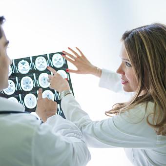 Doctors examining MRI scan